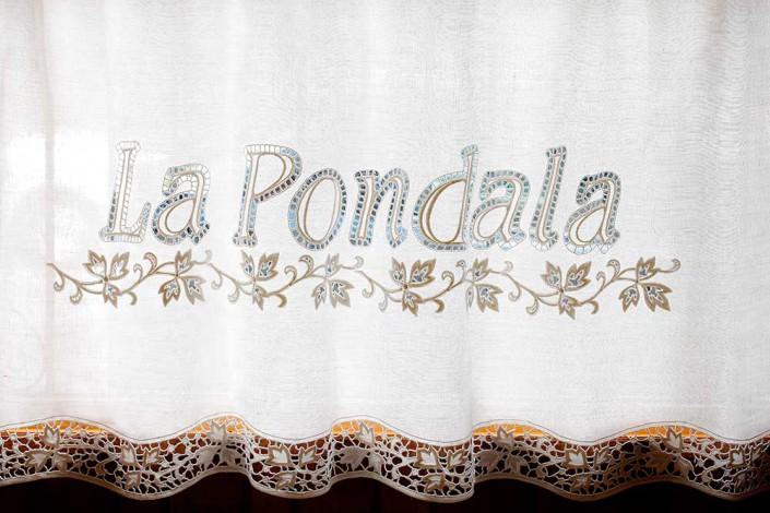 bordado en la cortina, La Pondala